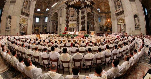 Sacerdotes en San Pedro