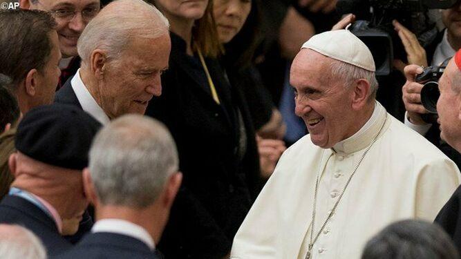 Joe Biden saluda al Papa