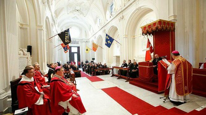 Becciu celebra una misa para caballeros de la Orden de Malta