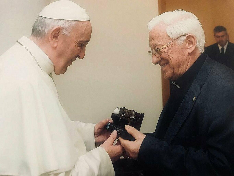 El Papa y el padre Ángel