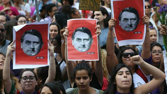 Brasileños movilizados contra Bolsonaro