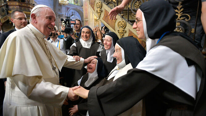 El Papa Francisco, con un grupo de monjas