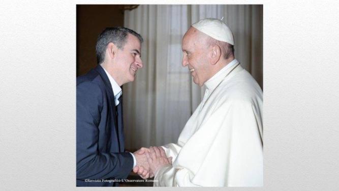 El Papa saluda a Rafael Luciani
