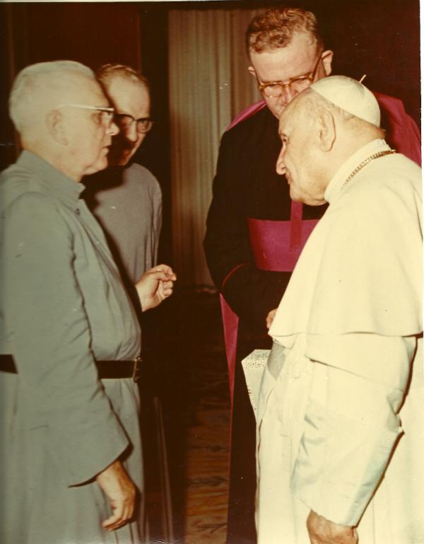 El padre Gerald Fitzgerald con el Papa Juan XXIII en 1961