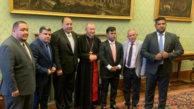 Los diputados de la oposición en el Vaticano