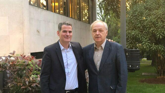 Los teólogos Rafael Luciani (i) y Carlos Schickendantz
