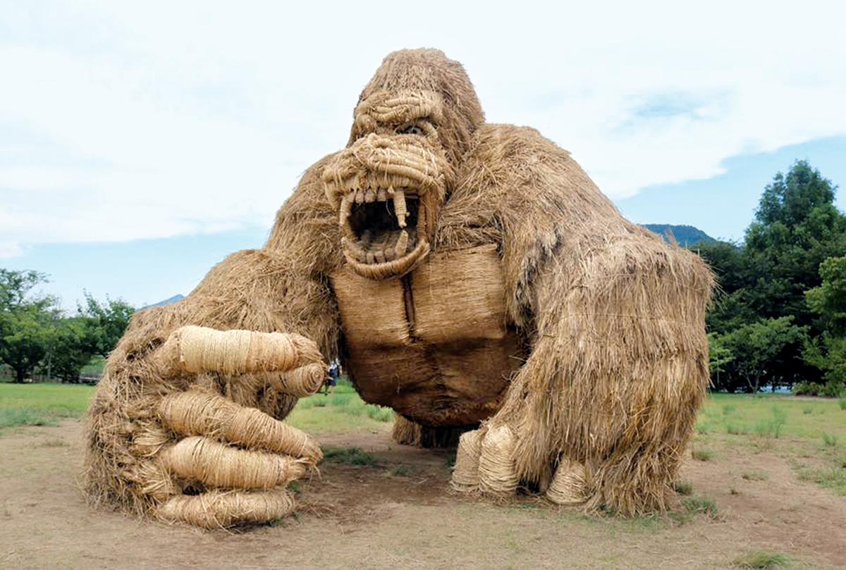 Espantapájaros gigante
