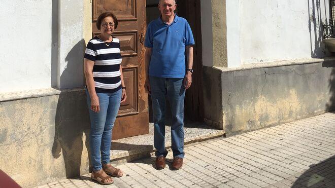 ILdefonso y Carmen, en la puerta del convento
