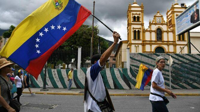 La población venezolana desea una salida pacífica a la crisis