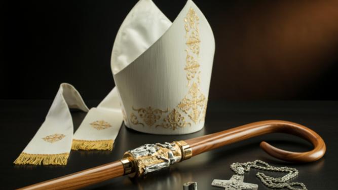 MItra, báculo, pectoral y anillo episcopales