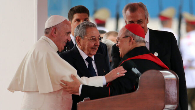 Francisco, Raúl Castro y el cardenal Ortega durante la visita del Papa a Cuba