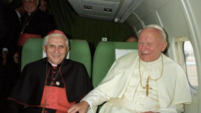 Juan Pablo II y el cardenal Ratzinger