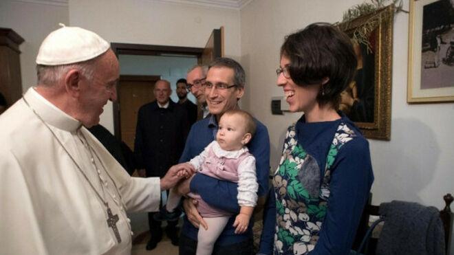 El Papa Francisco visitó a varios curas casados