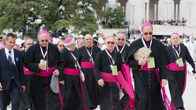Resultado de imagen de consultas a todos los obispos del mundo