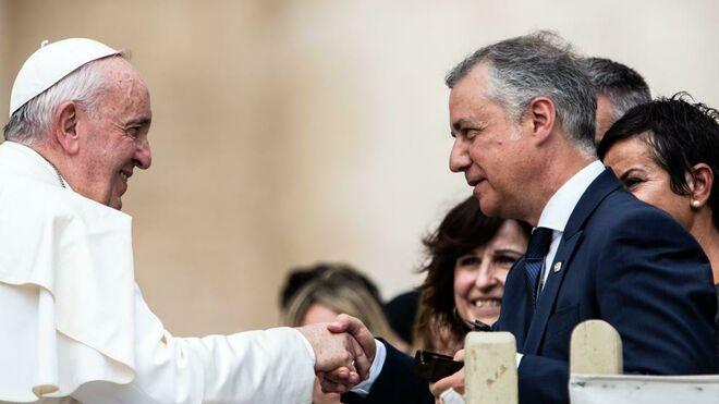 Urkullu saluda al Papa Francisco