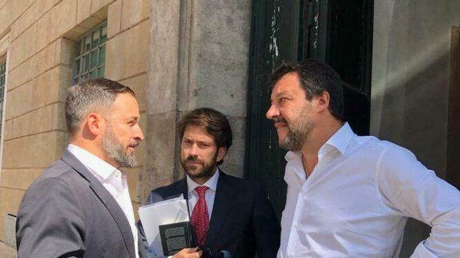 Ariza, con Salvini y Abascal