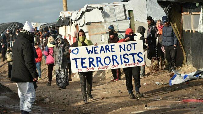 Refugiados insisten que no son terroristas