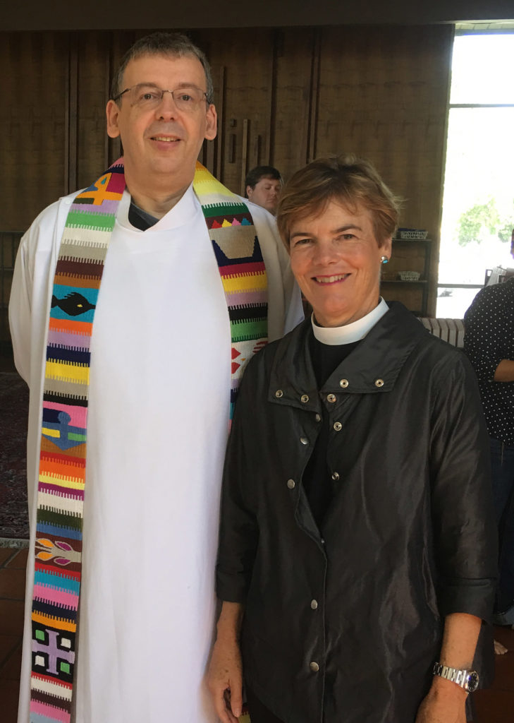 James Alison, con una mujer sacerdote
