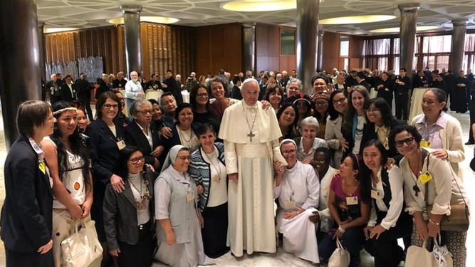 El Papa y las mujeres del Sínodo de la Amazonía