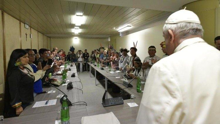 Indígenas con el Papa