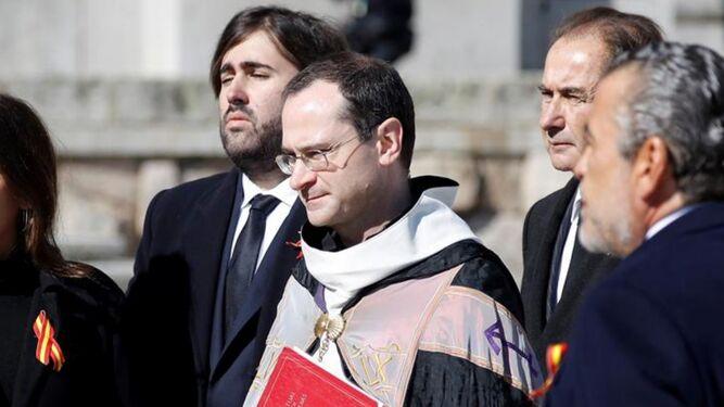 El prior Cantera, con los Franco