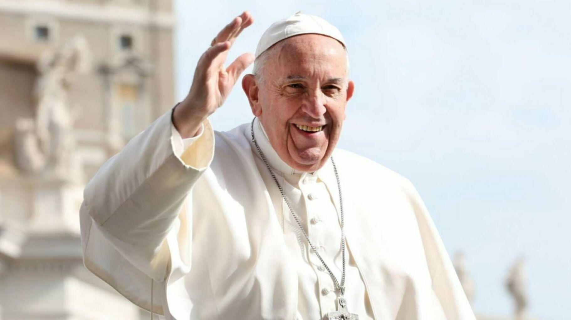 Papa Francisco subastará regalos de deportistas para recolectar fondos