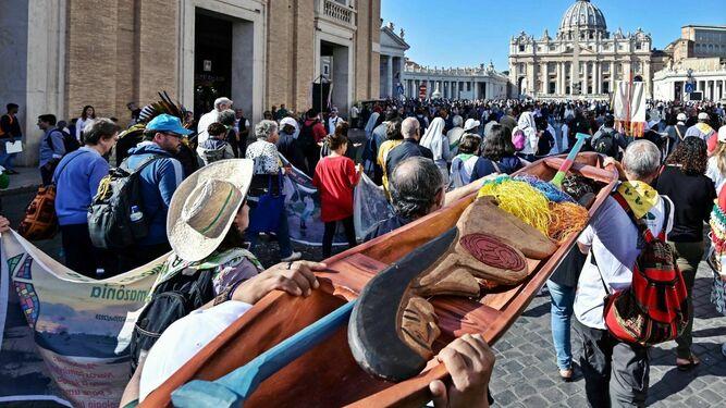 Caminata realizada el pasado 19 de octubre, en la que se llevaron las esculturas indígenas