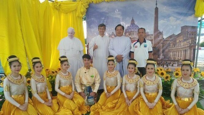 Esperando al Papa en Tailandia
