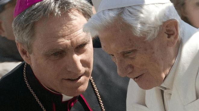 Gaenswein, con Ratzinger