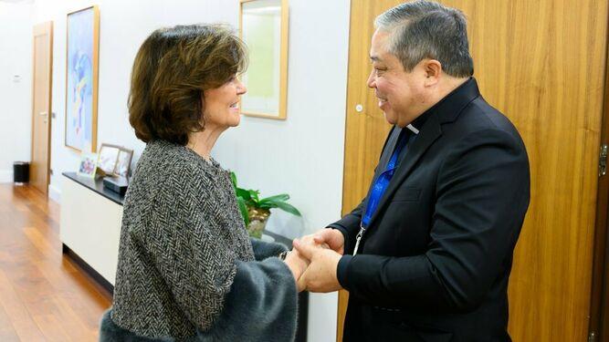 Carmen Calvo con el Nuncio Bernardito Auza