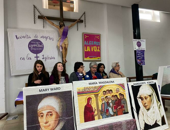 Presentación de la Revuelta de Mujeres en la Iglesia
