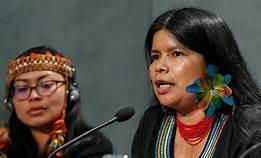 Patricia Gualinga en la Sala Stampa