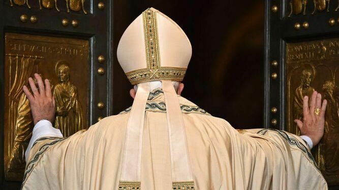 Francisco abre las las puertas de la Iglesia