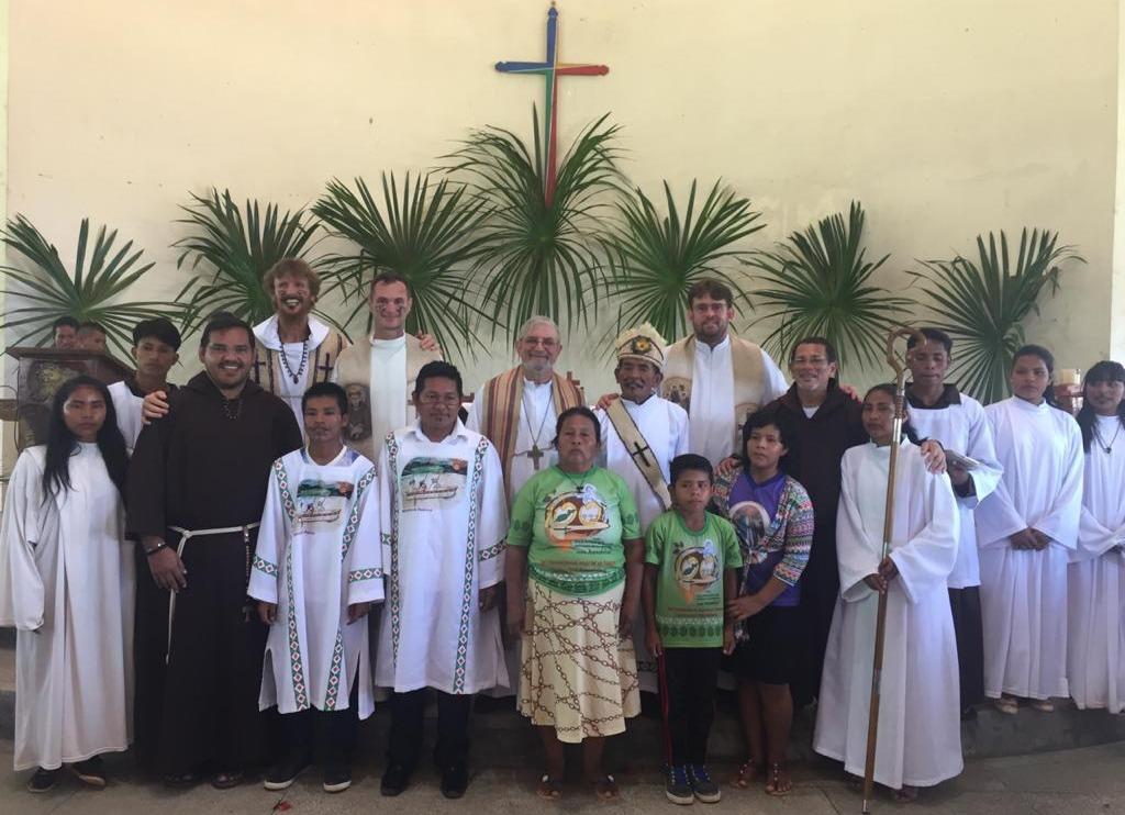 Foto de Familia tras la ordenación