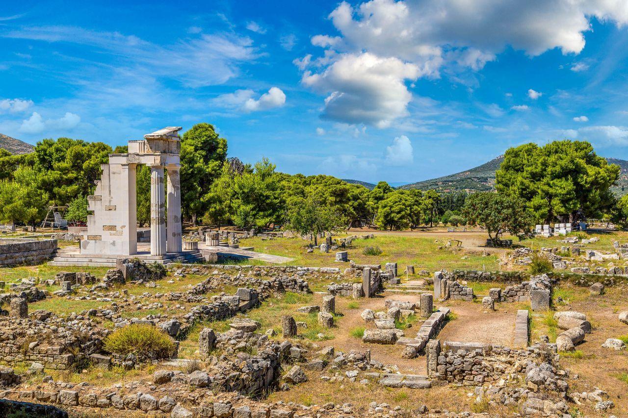 Bosque sagrado de Epidauro. Tomado de https://www.greeka.com/photos/peloponnese/epidaurus/history/hero/epidaurus-history-1280.jpg