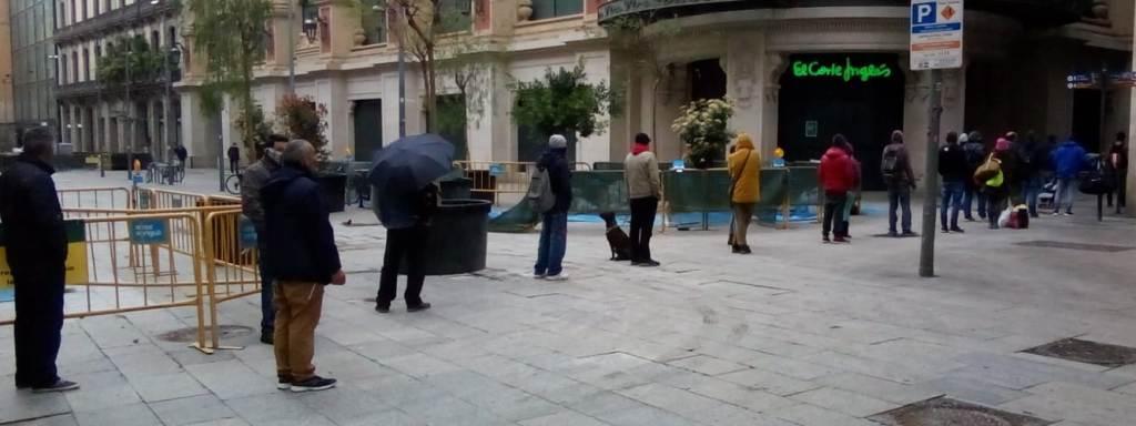La cola de las personas sin hogar