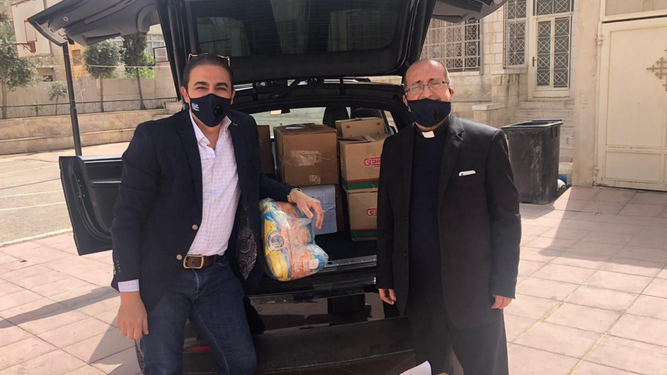 Reparto de mascarillas y alimentos a las familias vulnerables del barrio de Marka