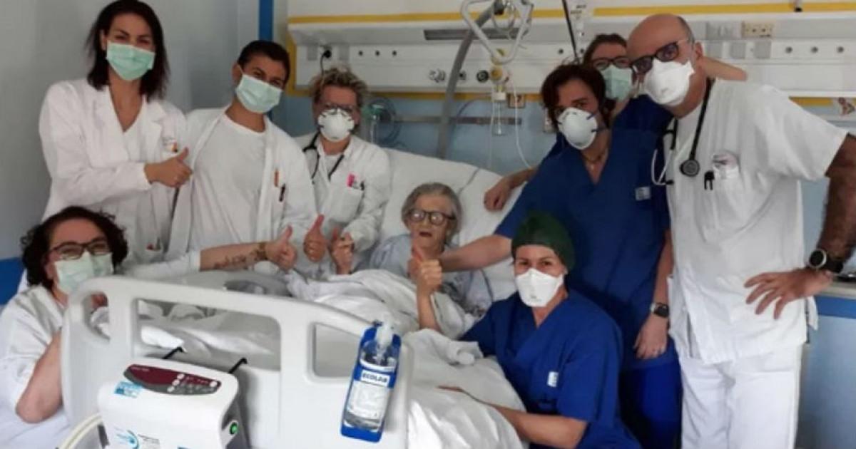 Anciana se recupera tras superar el Covid-19