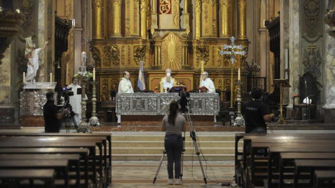 Misa sin fieles en la catedral de Buenos Aires