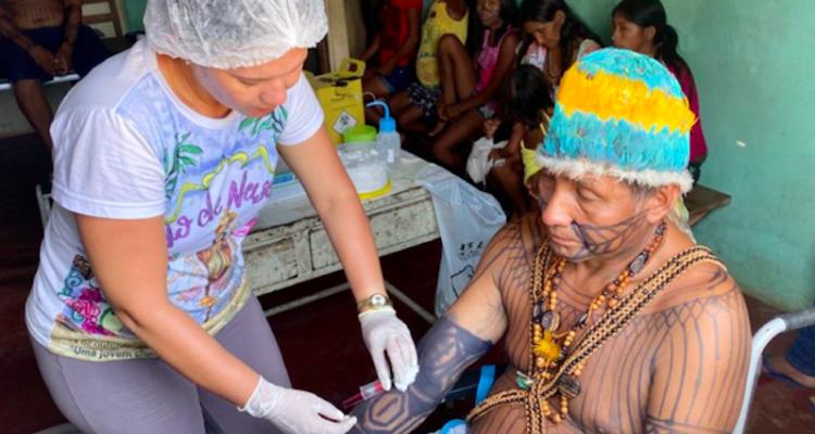 Atendimiento médico a los pueblos indígenas
