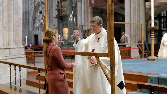 El cardenal Woelki, en la catedral de Colonia