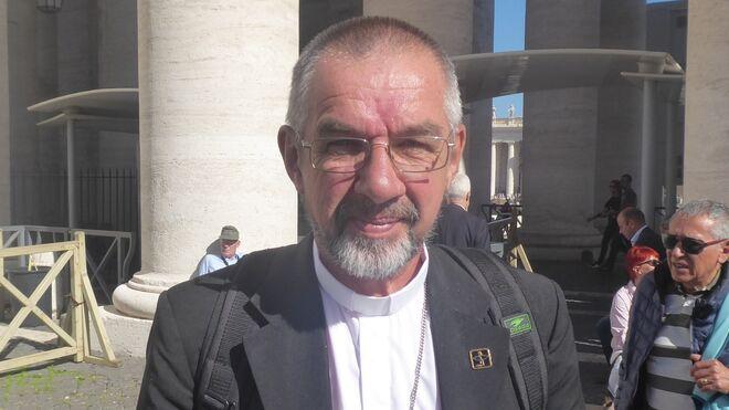 Monseñor Philip Dickmans en el Vaticano
