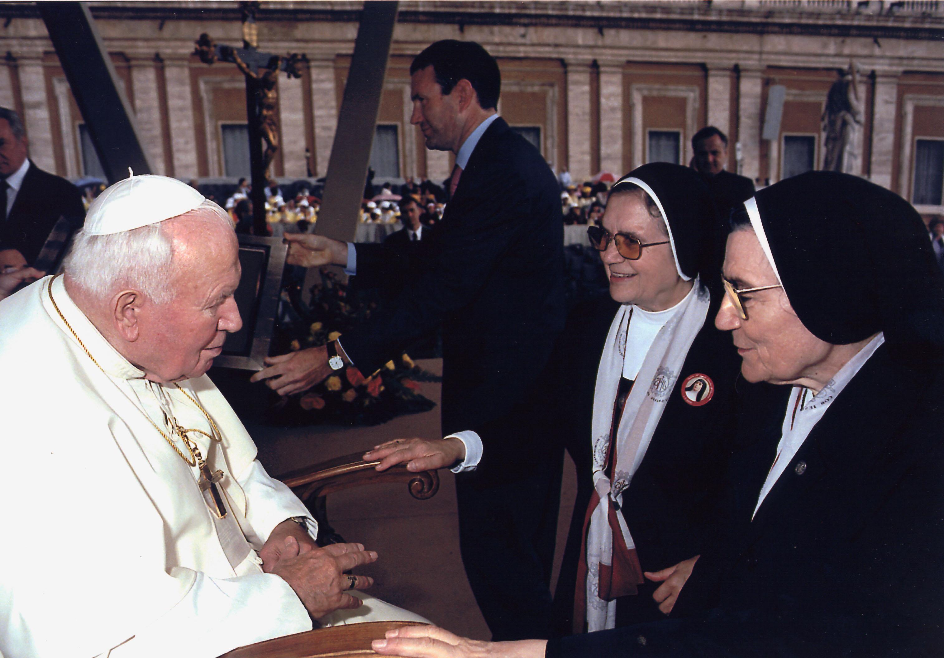 2000 JPII MARINA MJESUS
