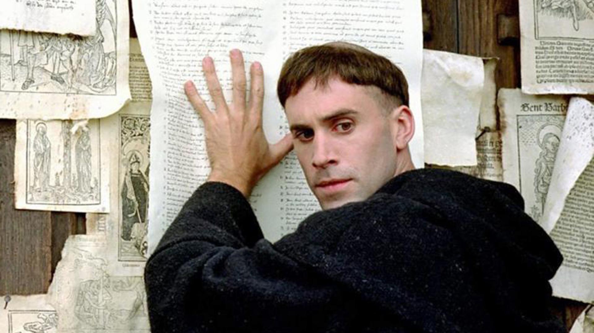 lutero pega las 95 tesis película