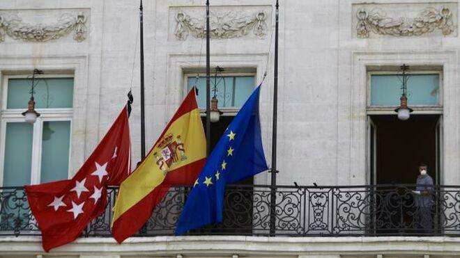 Diez días de banderas a media asta: el Gobierno decretará el martes el mayor luto de la historia de España