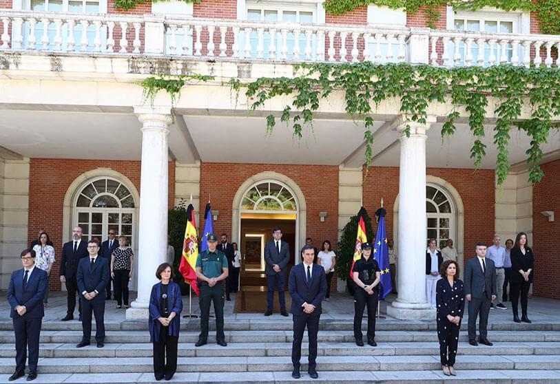 Atalayar_El Gobierno de España guarda un minuto de silencio