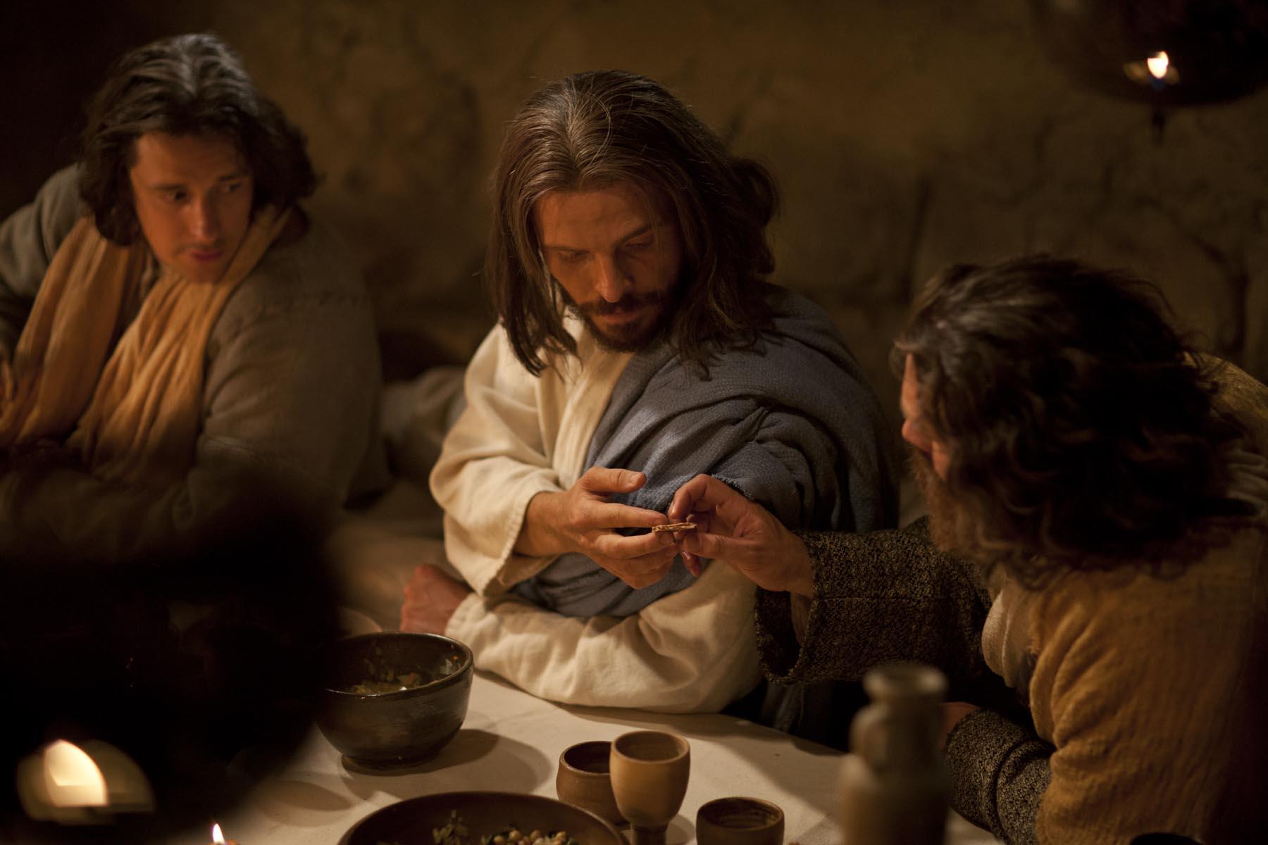 jesus-christ-passes-bread