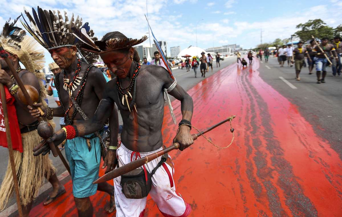 Indígenas protestan en Brasilia