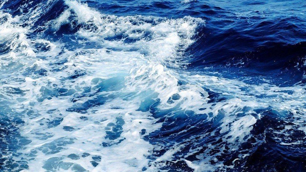 por-que-el-agua-del-mar-es-salada-min