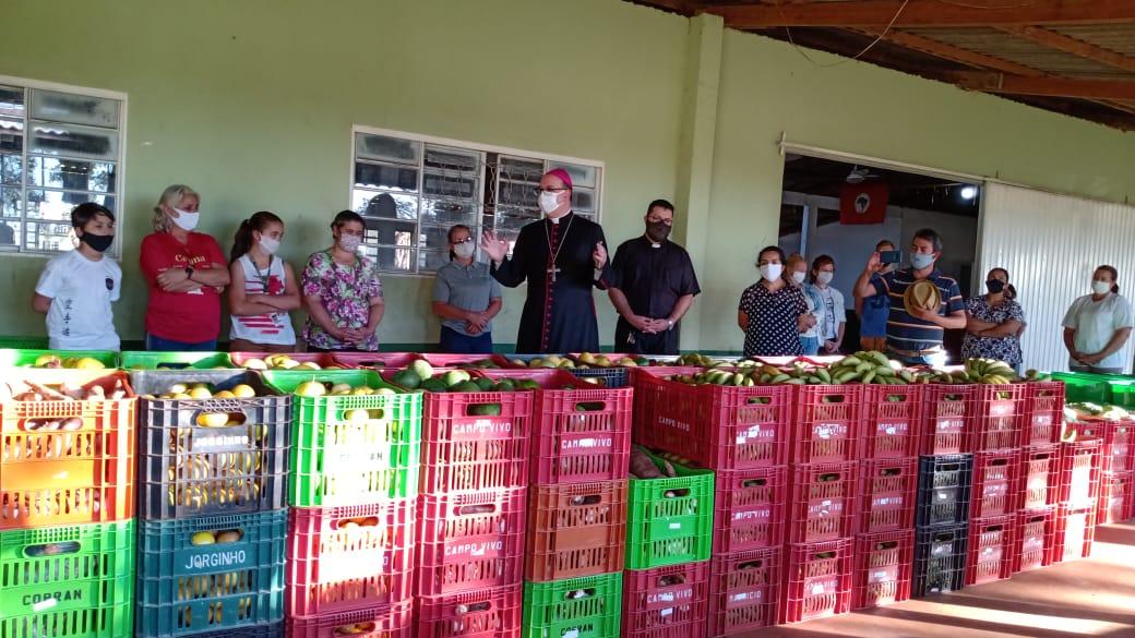 Distribución de alimentos en la diócesis de Apucarana, estado de Paraná